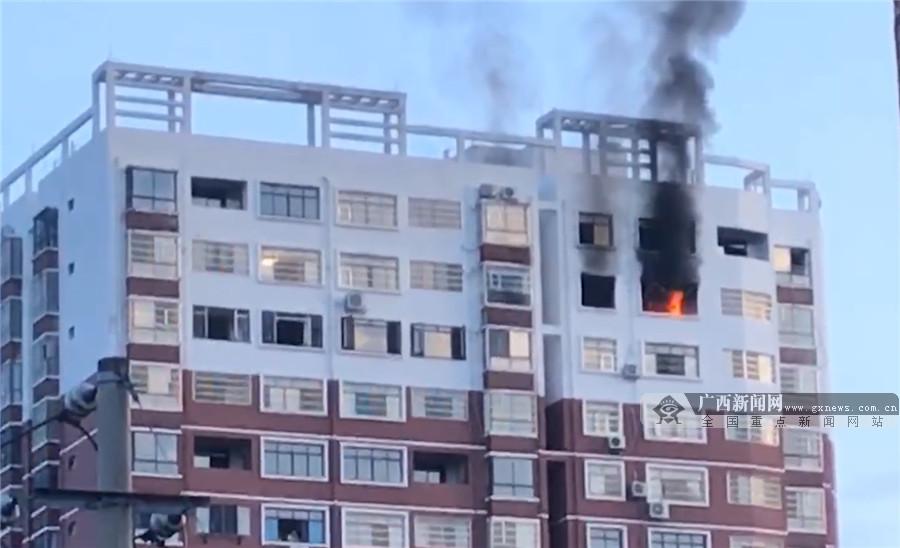 河池某居民楼17层发生爆炸 致1名被困人员身亡