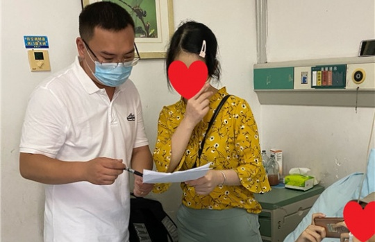 新华保险桂林中支重疾慰问先赔急速赔付22万元