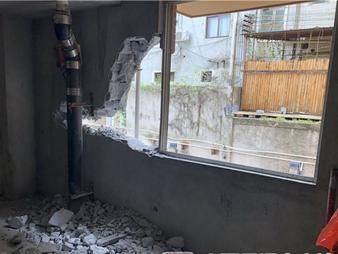 焦点图:吃惊!南宁一小区两层外墙被拆出大窟窿