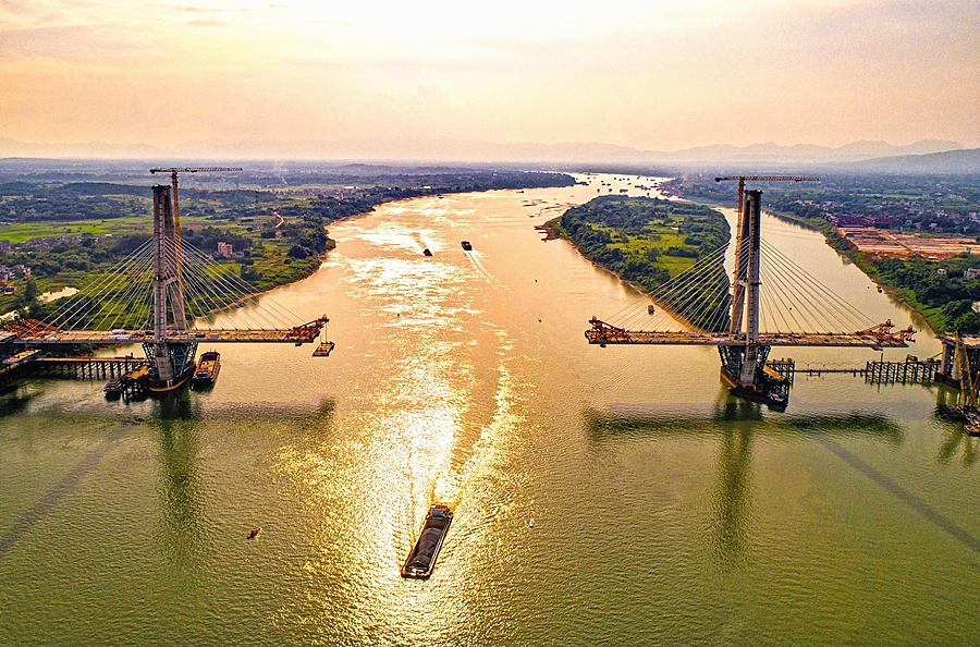 9月13日焦点图:广西最大跨径斜拉桥预计11月合龙