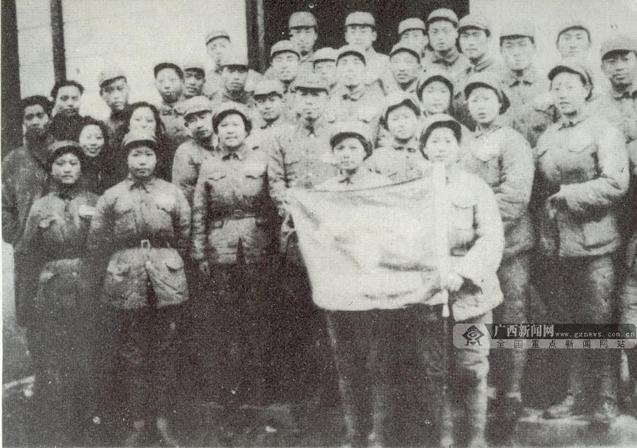 图为剧宣九队演员全体人员合影。(广西壮族自治区档案馆供图)