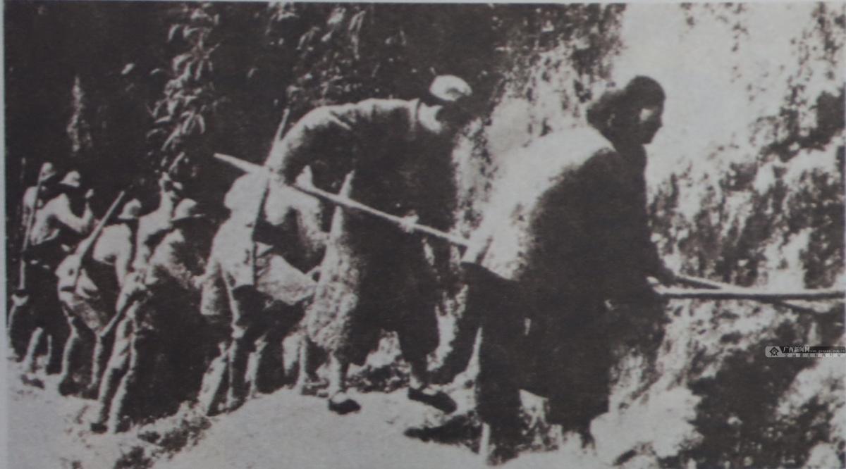 图为广西民团破坏公路阻止日军前进。(广西壮族自治区档案馆供图)