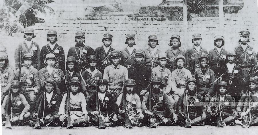 1939年1月,在广西党组织推动下,陆川县组建了陆城、西稔、米冲、山口四支妇女游击队,共160多人。图为陆川县西稔妇女抗日游击队合影。(广西壮族自治区档案馆供图)