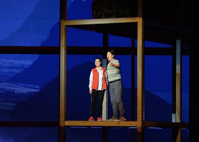 民族歌剧《扶贫路上》在南宁上演 讲述黄文秀的故事