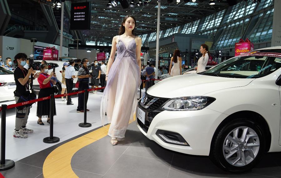 18日焦点图:70家企业400款车型 柳州汽博会真靓