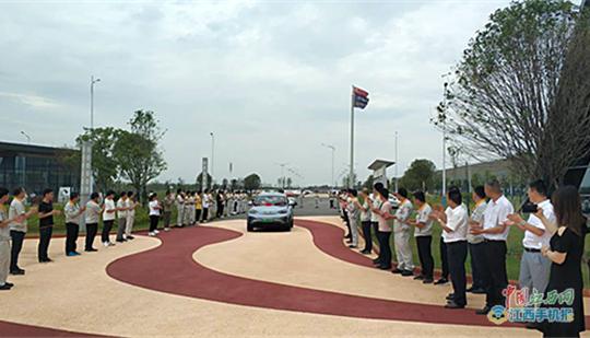 穿越青藏线行程20000里 国机智骏车队顺利抵达赣州(图)
