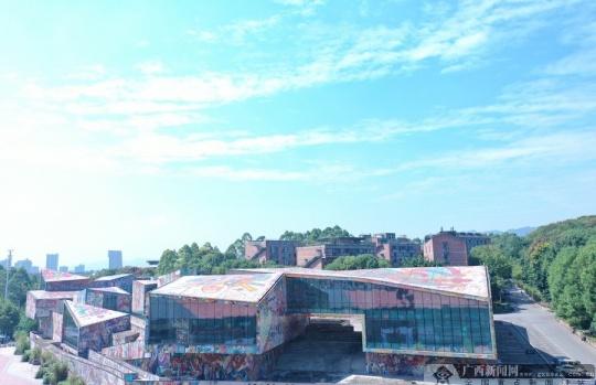 重庆高新区:中国当代建筑美学——罗中立美术馆