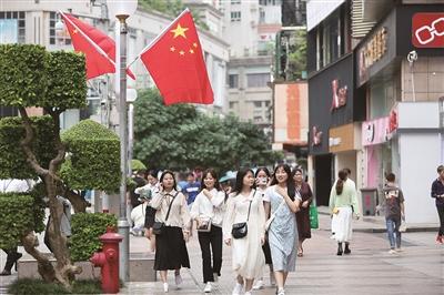 柳州:国庆中秋节日氛围浓了