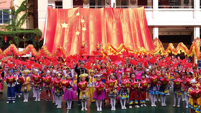 南宁市各中小学幼儿园开展丰富活动迎国庆