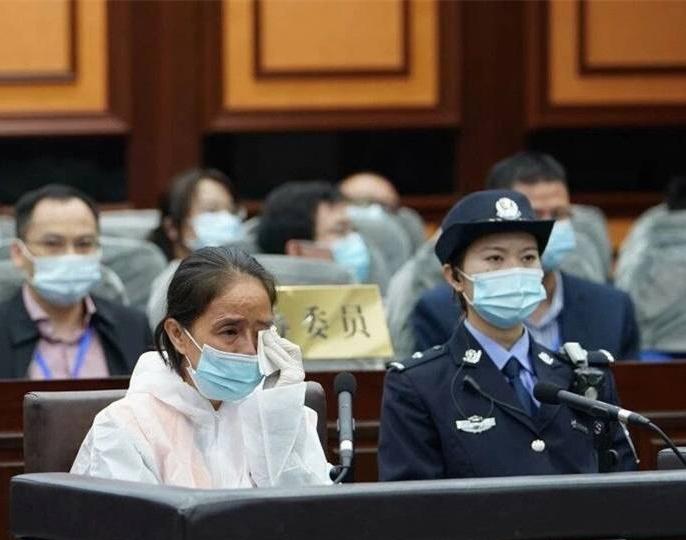 被控受贿1344万 大新县委原书记赵丽当庭认罪流泪