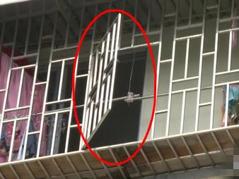 焦点图:2岁男童爬防盗网坠亡!房东将赔偿近16万