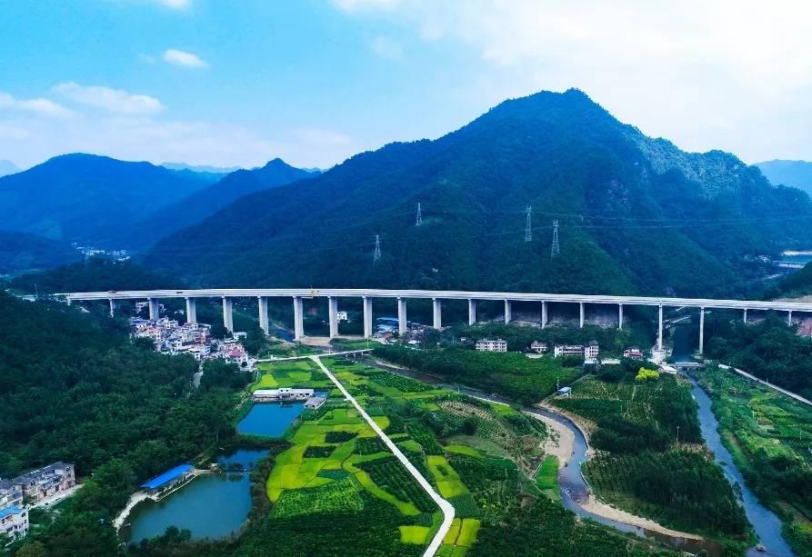 2020年10月31日广西焦点图