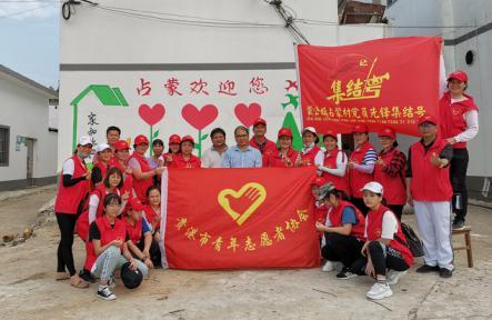 贵港市青年志愿者协会墙绘幸福乡村志愿服务项目