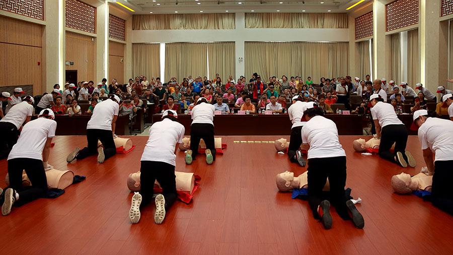 广西老年大学志愿者协会应急救护志愿者服务队老年志愿者应急救护普及服务