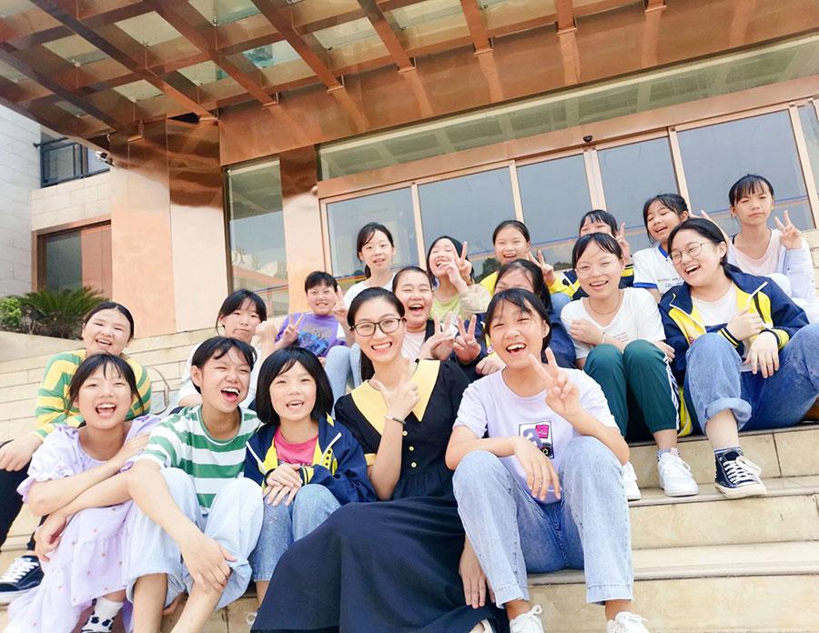 广西师范大学守护花蕾志愿服务队倾听一朵花开:关爱青春期留守女生心理健康