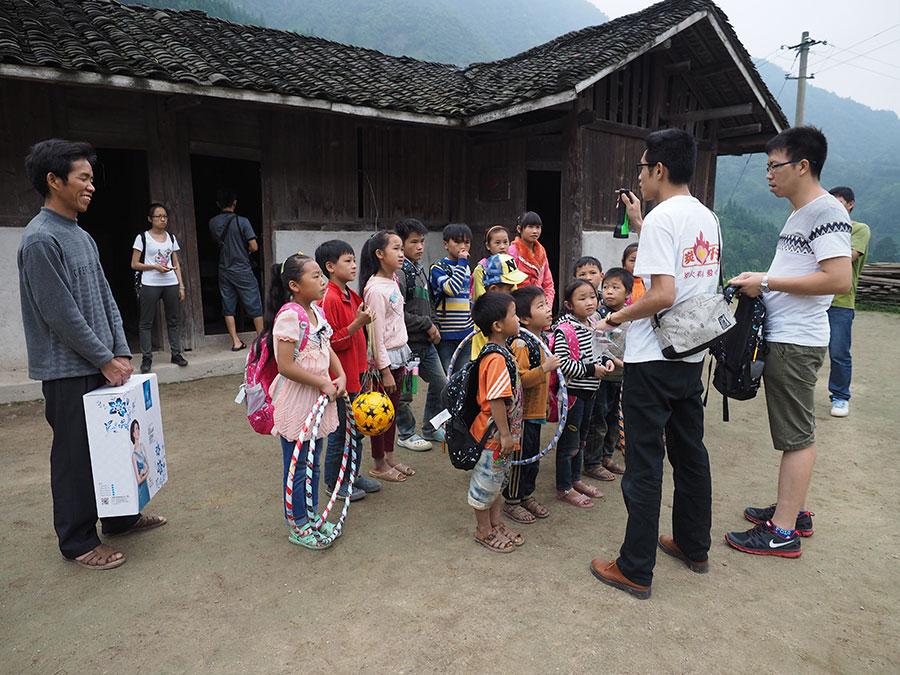 """广西炭火行动助学志愿者协会山区儿童""""护身铠""""行动"""