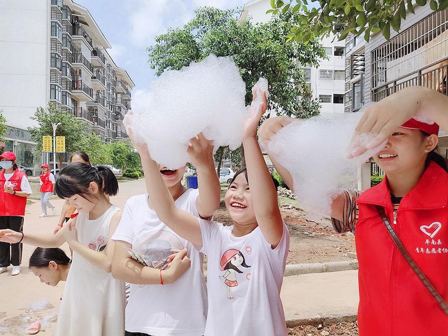 """平南县青年志愿者协会""""广西青空间""""平南县易地扶贫搬迁安置点老乡家园青少年综合服务项目"""