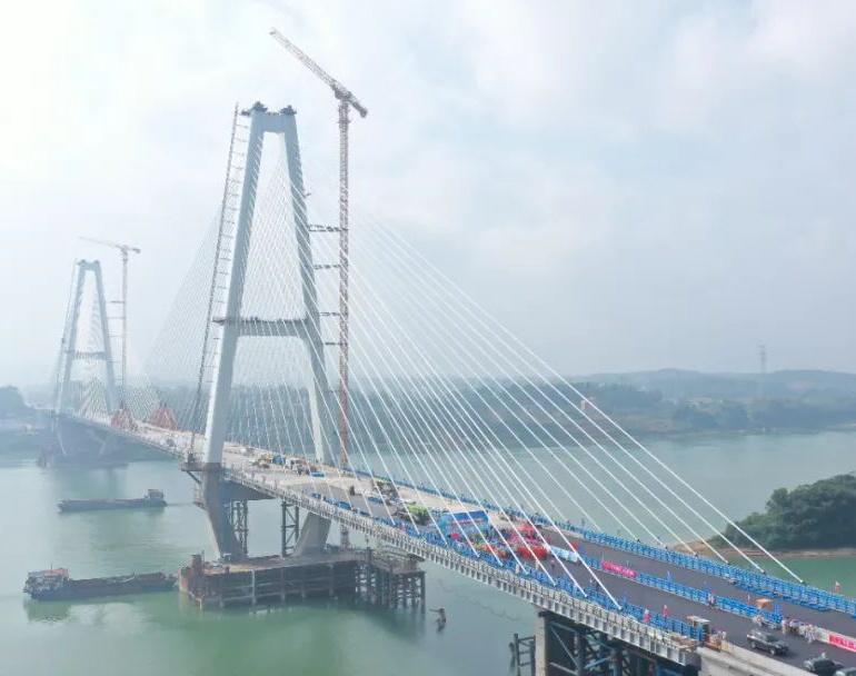 创广西建桥史上三项之最!这座跨径斜拉桥正式贯通