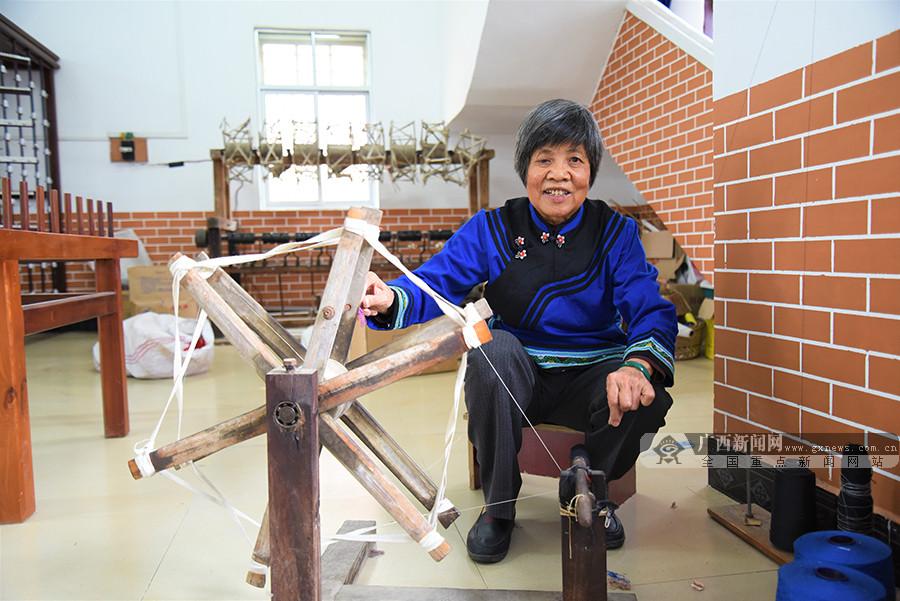 广西靖西女人':76岁织娘与壮锦的不解之缘 指尖技艺代代传