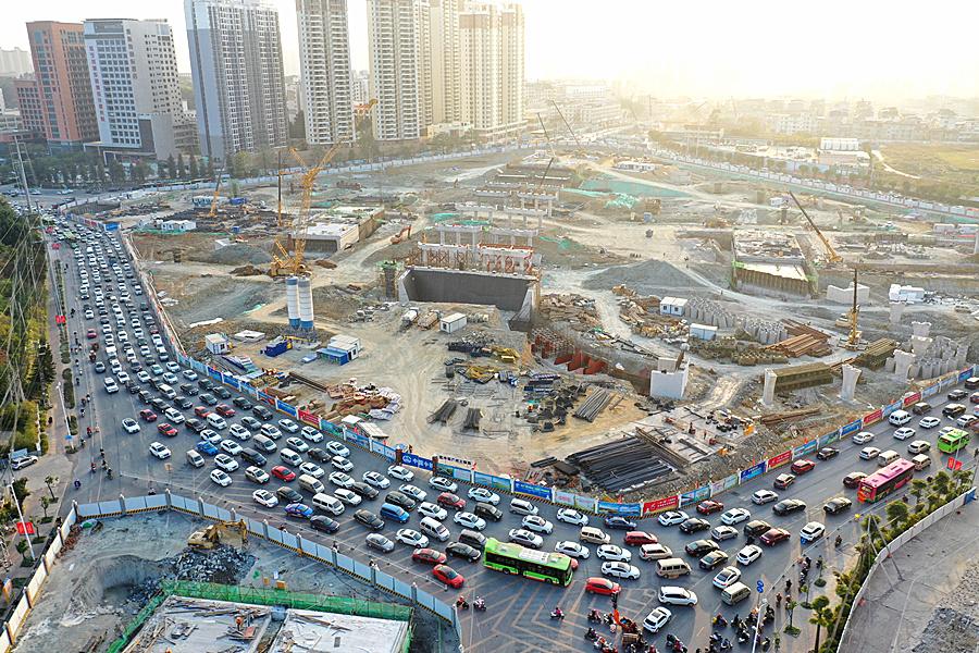 2020年12月8日焦點圖:南寧邕賓立交堵堵堵!