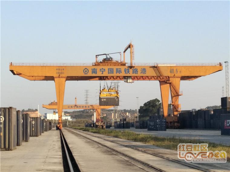 参观南宁国际铁路港,中欧班列作业区太酷了