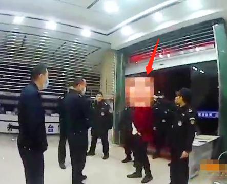 """男子自称""""卧底""""报警 在广西一商场被5毒贩""""追杀"""""""