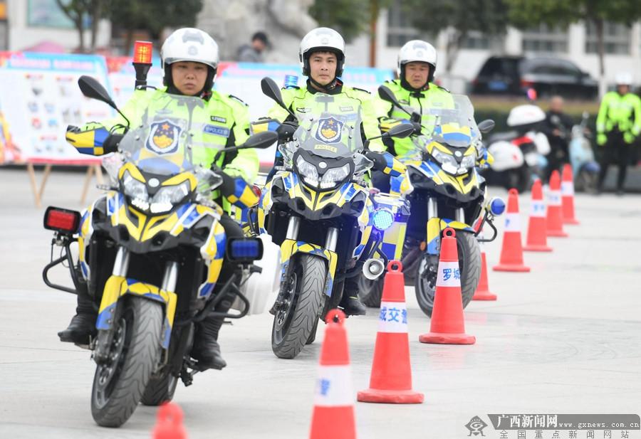 """罗城:""""铁骑""""展英姿 庆祝""""警察节"""""""