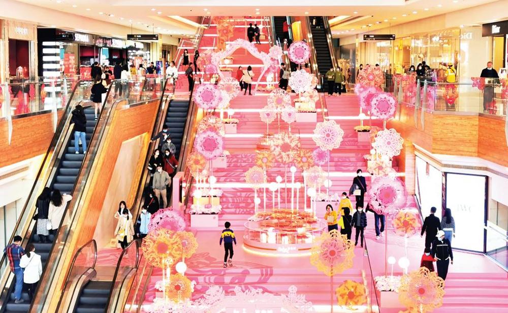 2021年1月26日焦点图:红火迎新春 商场年味浓