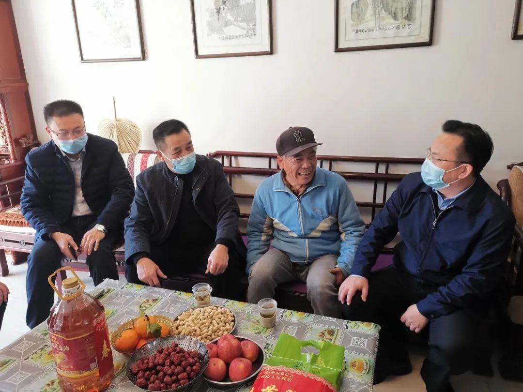 仇祖和到梧州市走访慰问困难退役军人