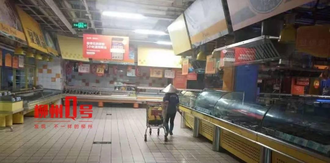 柳州一超市柜台蟑螂窜动 正紧急召回所售面点