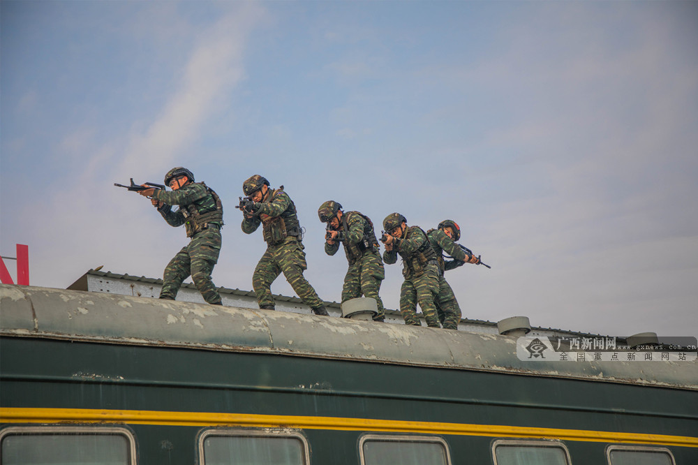 高清:超燃!天天娱乐,天天娱乐大厅:武警特战队员开展反恐综合演练