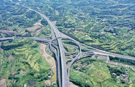 沿着高速看中国:川南这条高速 沿途有美亦有慧