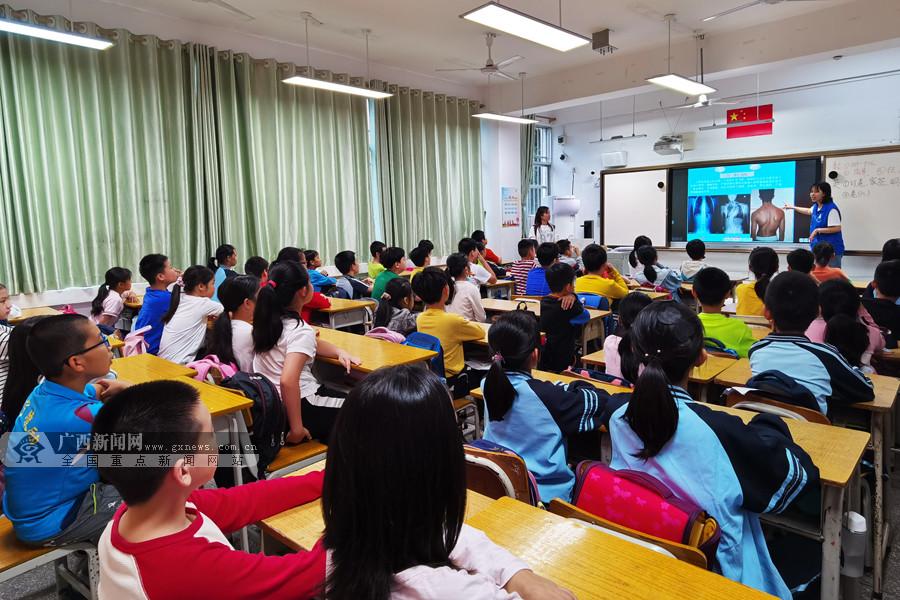 南宁市体育局举办青少年不良体态系列科学指导讲座
