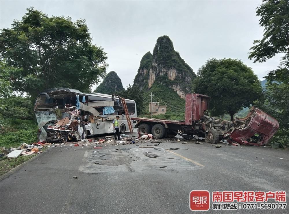 3死13伤!广西一客车与货车相撞,警方发布通报