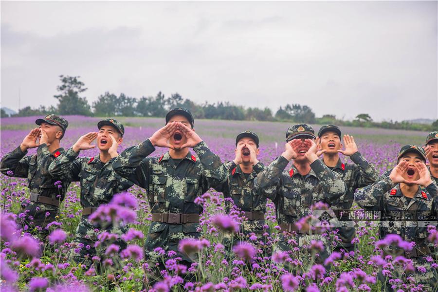 """高清组图:花海中""""喊山"""",武警官兵这样解压"""