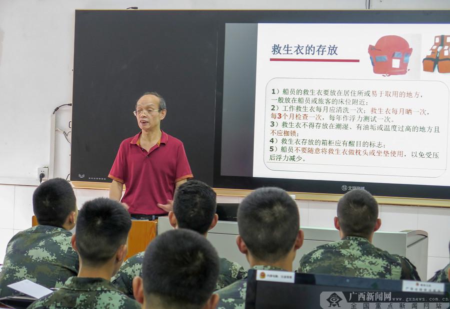 广西南宁:武警官兵苦练水上救援本领