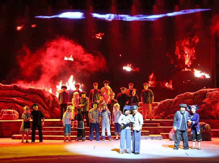紅色民族音樂劇《拔哥》在東蘭縣拔群干部學院首演