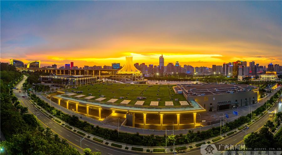 高清組圖:南寧國際會展中心夜色璀璨魅力十足