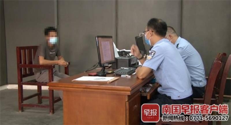 ▲刘某到交警一大队接受调查。交警供图