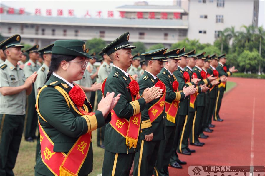 武警南宁支队举行警官退役仪式赓续荣光