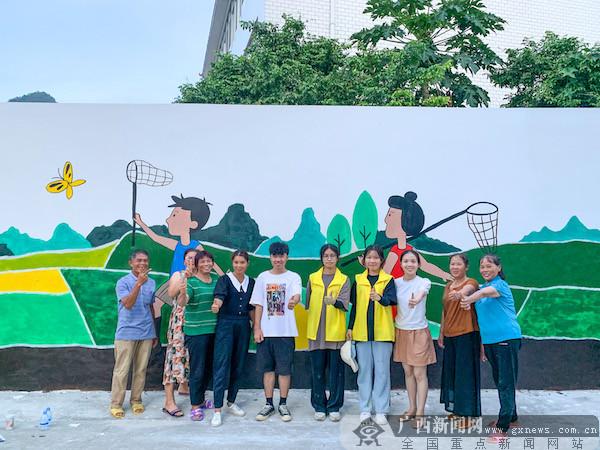 """上林:大学生志愿者  """"青春墙绘""""为美丽乡村添彩"""