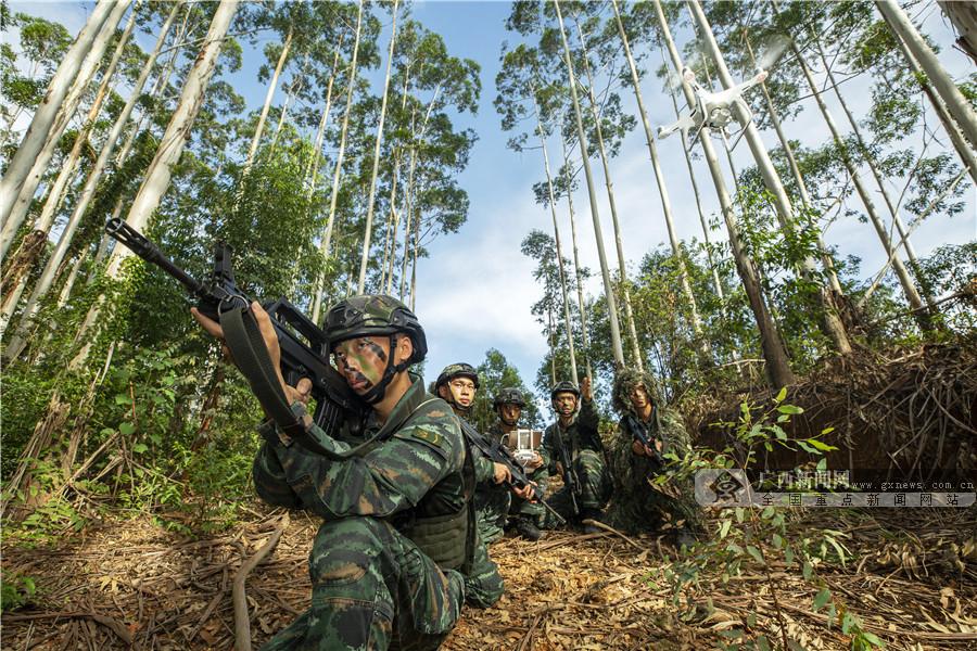 图集:密林激战!直击武警特战队员反恐演练现场